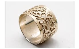 טבעת רחבה עם תבליט עדין
