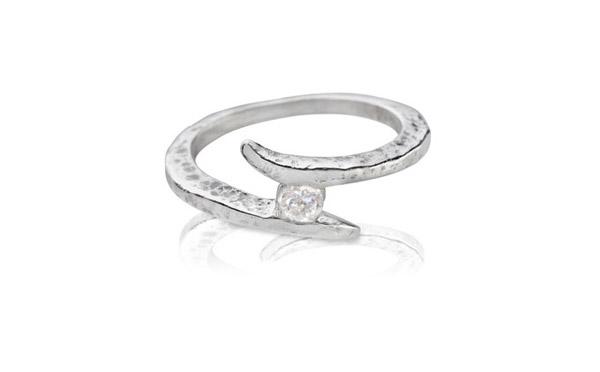 טבעת אירוסין בעיצוב עכשווי
