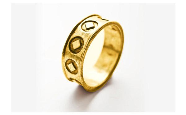 טבעת נישואין מקושטת עיגולים