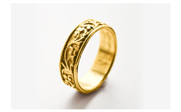 טבעת נישואין צרה עם תבליטים