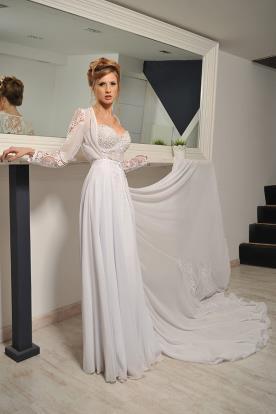 שמלת כלה מחשוף ושרוולית תחרה