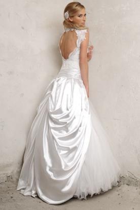 שמלת כלה אסימטרית גב פתוח