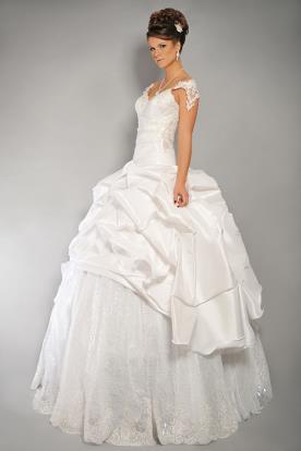 שמלת כלה קצפת מטול וסטאן