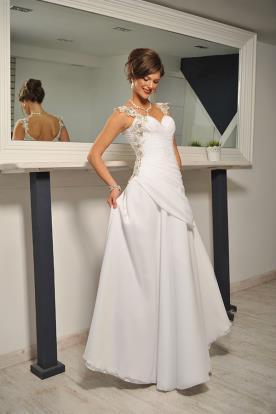 שמלת כלה גזרה אסימטרית כיווצים