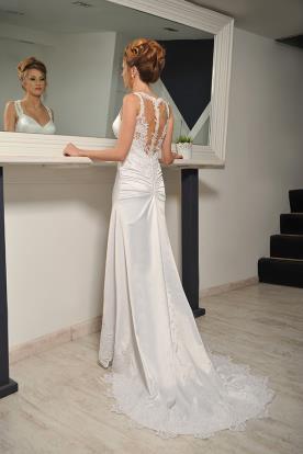 שמלת כלה תחרה וכיווצים בגב
