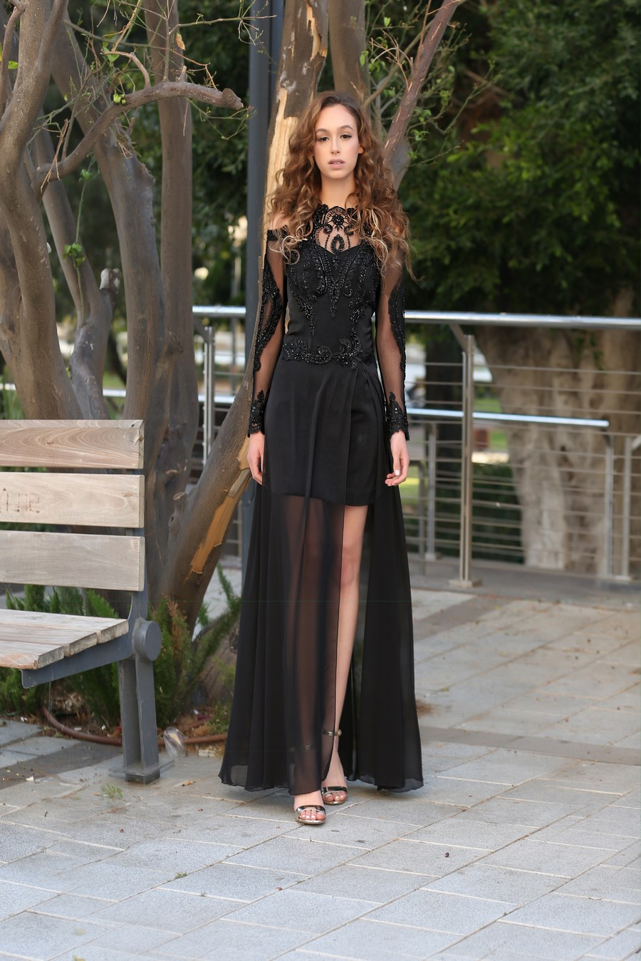 שמלת ערב שחורה עם טול