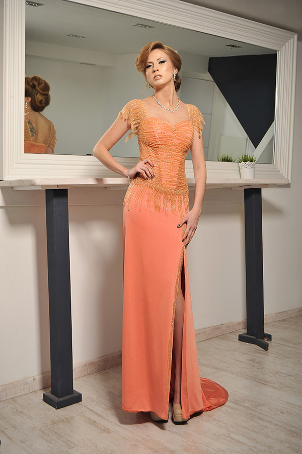 שמלת ערב שסע ועליונית חרוזים