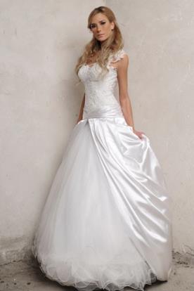 שמלת כלה אסימטרית נפוחה סאטן
