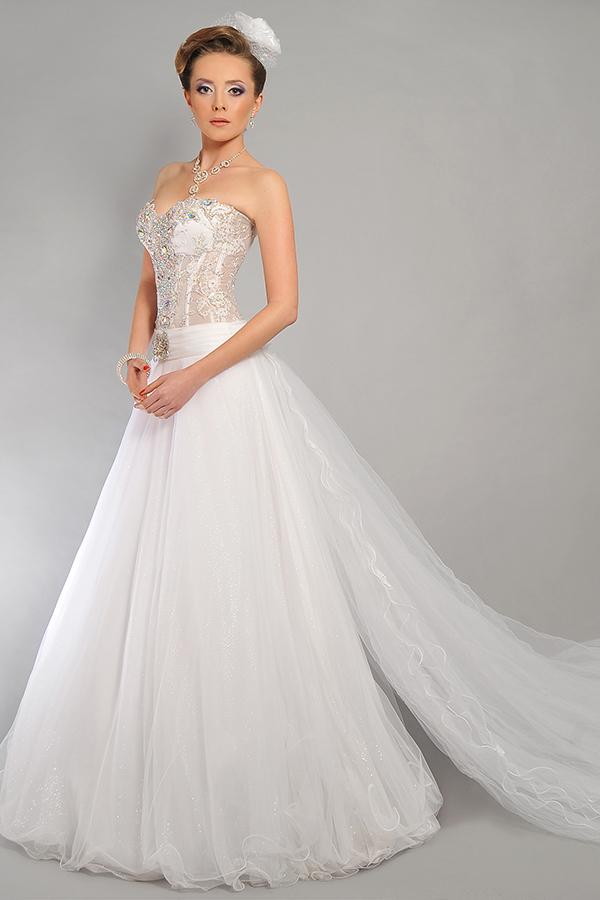 שמלת כלה מחוך עם שובל טול