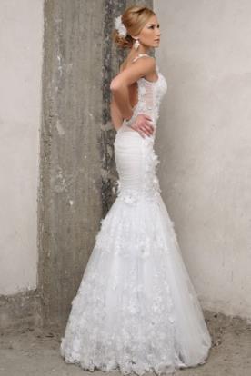 שמלת כלה כיווצים ותחרה מיוחדת