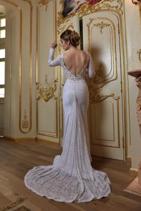שמלת כלה מעוטרת גב פתוח