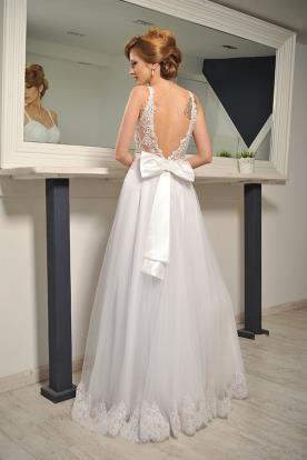שמלת כלה נסיכתית עם פפיון בגב