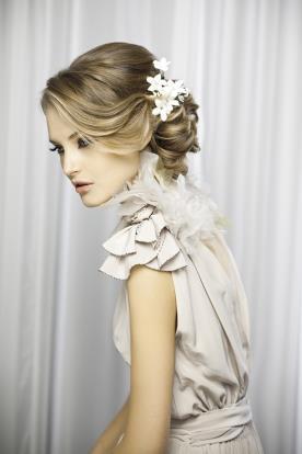 עיצוב שיער בסגנון רומנטי לערב