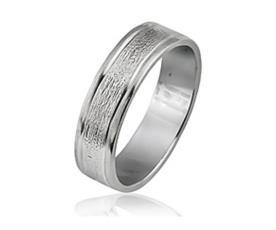 טבעת נישואין זהב לבן עם חריטות