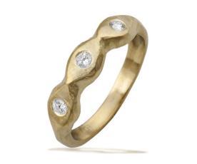 טבעת אירוסין במראה גולמי