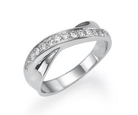 טבעת אירוסין משובת ומפותלת