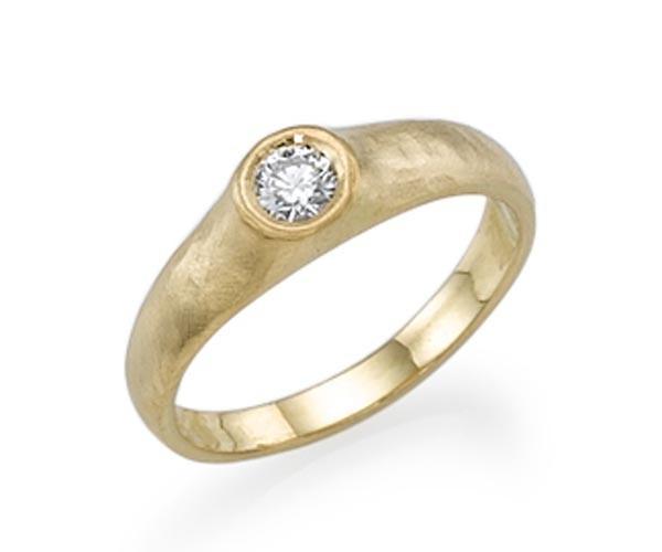 טבעת אירוסין במראה טבעי