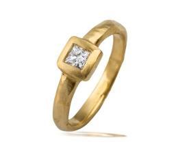 טבעת אירוסין זהב צהוב מרובע
