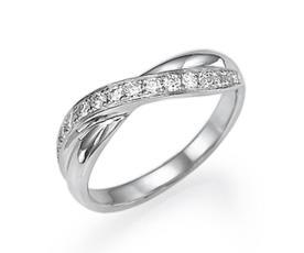 טבעת אירוסין יהלומים בפיתול