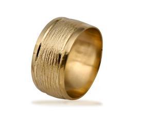 טבעת נישואין מוקפת ריקועים