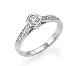 טבעת אירוסין קלאסית משובצת