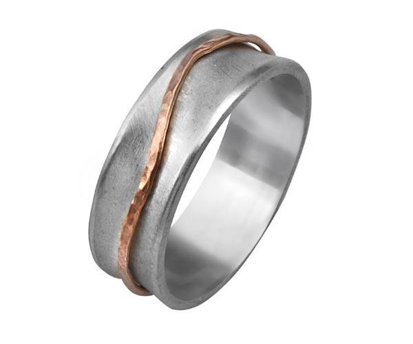 טבעת נישואין מוקפת זהב אדום