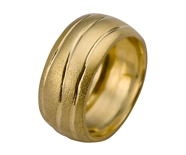 טבעת נישואין ריקוע גלי בזהב צהוב