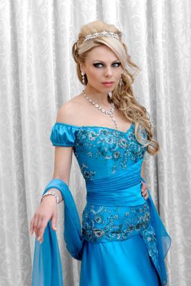 שמלת ערב עם פליסה