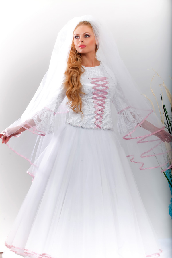 שמלת כלה בשילוב סרט ורוד