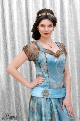 שמלת ערב עם חגורת מותן