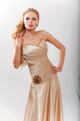 שמלת כלה מחוך פסים ופרח