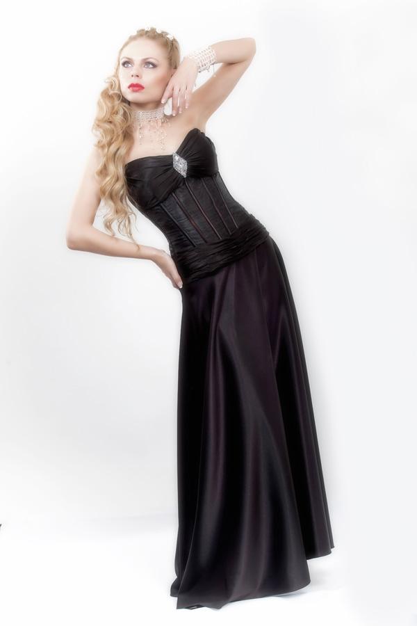 שמלת ערב מחוייטת