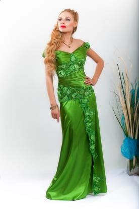 שמלת ערב תחרה נשפכת