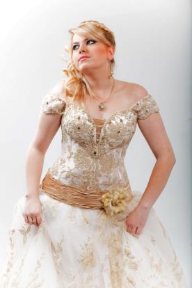 שמלת כלה מחוך אבנים