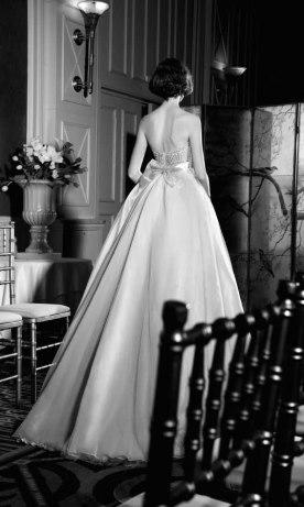 שמלת כלה עם פפיון בגב