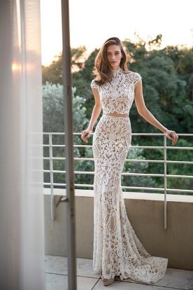 שמלת כלה בשני חלקים עם צווארון סגור