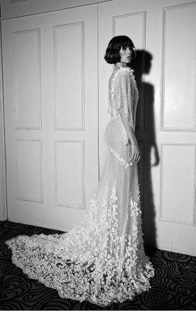 שמלת כלה מבד רשת ופרחים