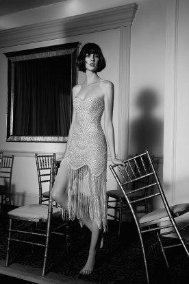 שמלת כלה מיני עם פרנזים