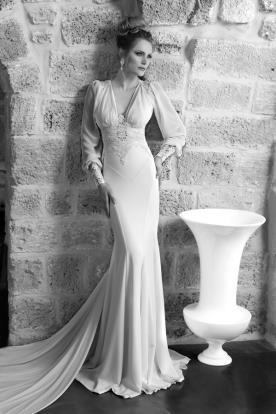 שמלת כלה צמודה עם חגורה מתחרה