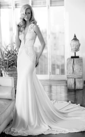 שמלת כלה אלגנטית עם שובל עשיר