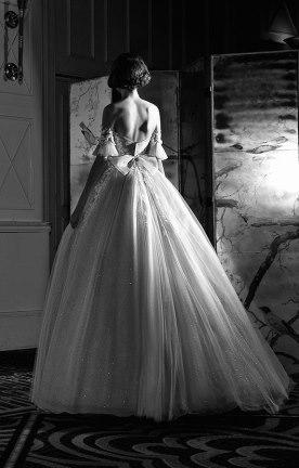 שמלת כלה בשילוב פפיון ועם גב חשוף