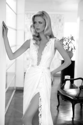 שמלת כלה נועזת עם שסע עמוק