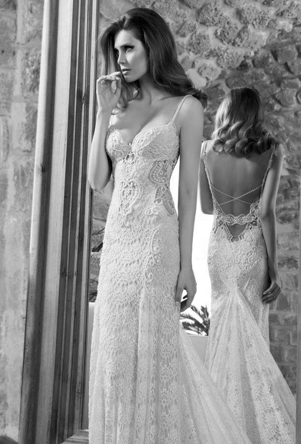 שמלת כלה מחורזת גב פתוח פסים