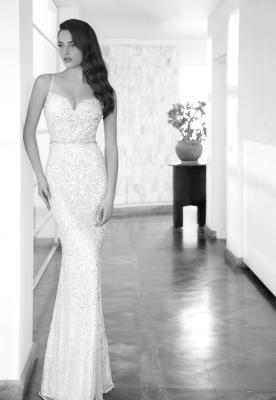 שמלת כלה מנצנצת עם חגורת מותן