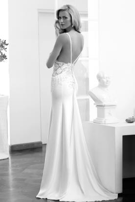 שמלת כלה עם גב פתוח עם ופסי חרוזים