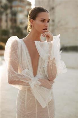 שמלות כלה עם חגורת מותן