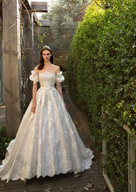 שמלת כלה נסיכותית נפוחה ושרוולים