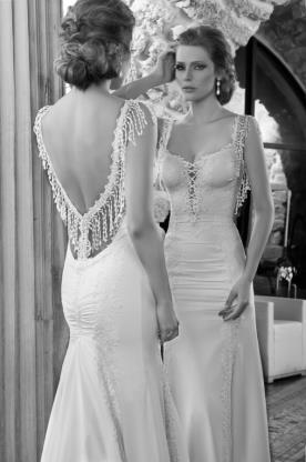 שמלת כלה עם גב פתוח בצורת V
