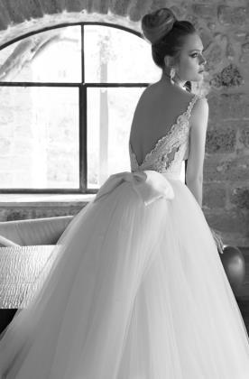 שמלת כלה נסיכותית עם פפיון בגב
