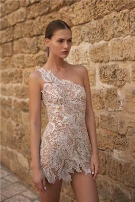 שמלות בסגנון הוט קוטור